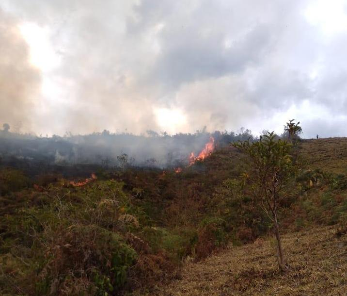 En Paime Cundinamarca, aún persiste incendio forestal