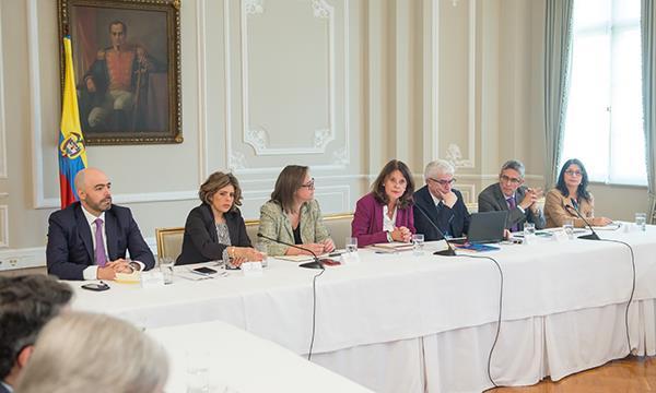 Gobierno y gremio lanzan Pactos por el Crecimiento económico