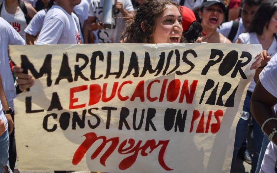 Movilización nacional de estudiantes «Noche de Máscaras»