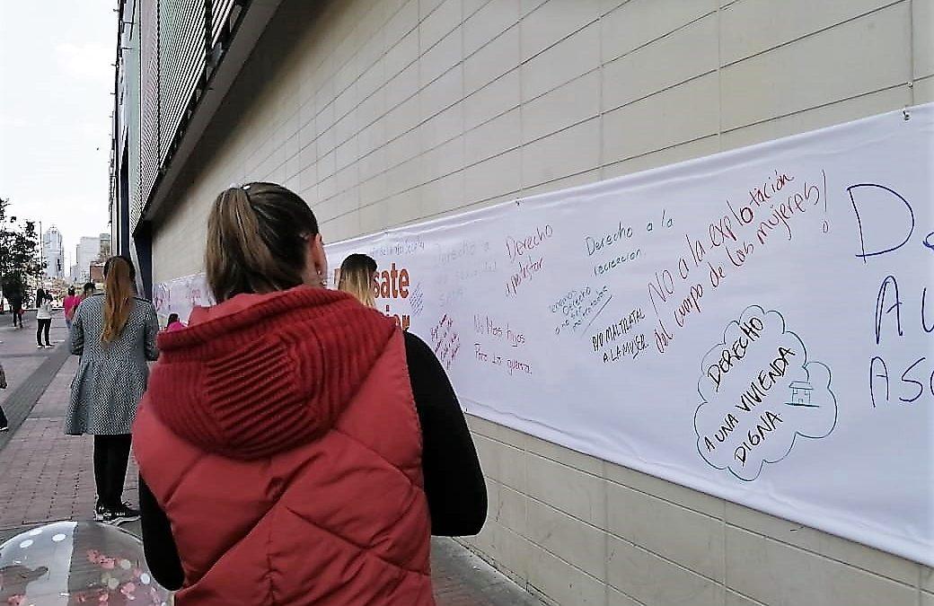 En el día de la mujer víctimas de la violencia reclamaron espacios de participación en los mercados de Bogotá.