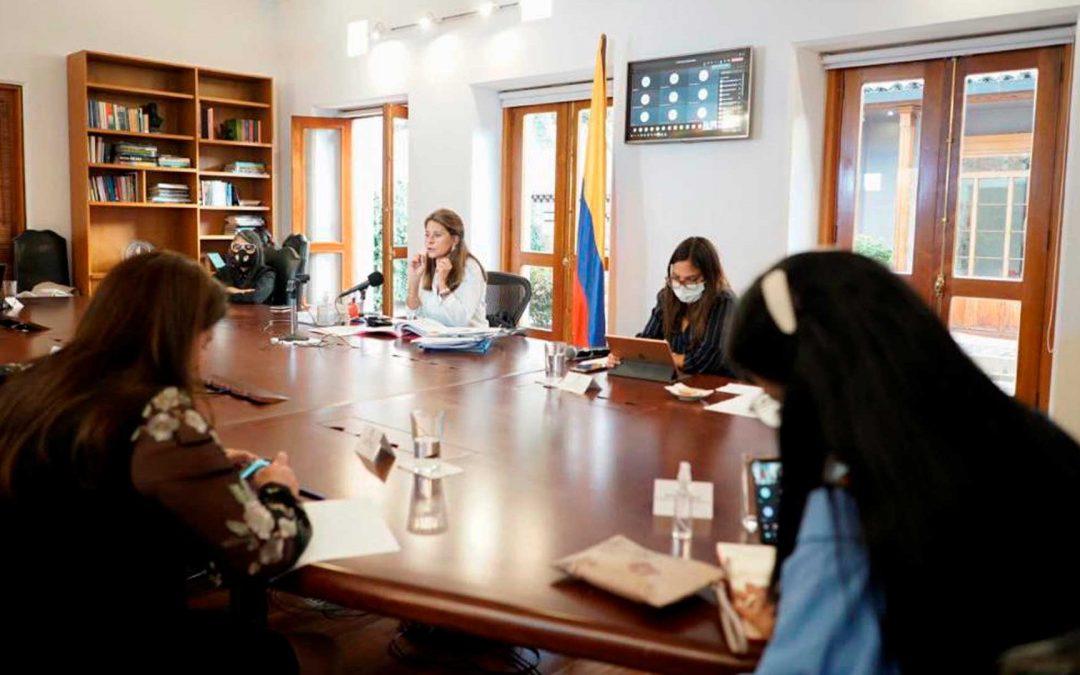 Vicepresidenta se reúne con partidos políticos, en busca de espacios para las mujeres
