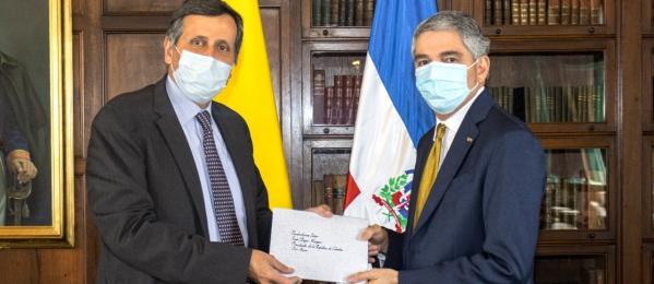 Viceministro de Relaciones Exteriores, Francisco Echeverri, recibió copia de cartas credenciales del nuevo embajador de República Dominicana en Colombia, Julio Cordero Espaillat
