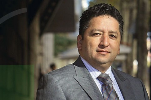 Muere quien le dio voz a 'Voces del Silencio', Herbin Hoyos pierde la batalla contra el COVID-19