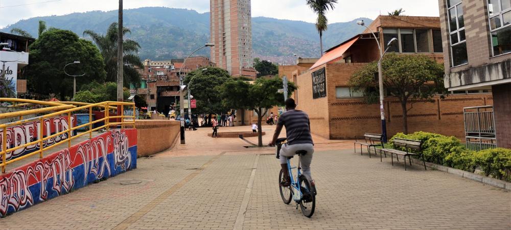 Medellín intercambia experiencias exitosas de transformación urbana con el mundo