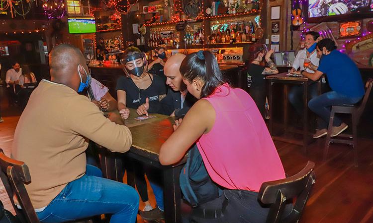 Bogotá continua su reactivación y a partir de mañana abre los bares hasta las 3 de la madrugada