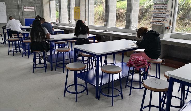 Estudiantes de Quinchía, en Risaralda, beneficiados con la entrega de dotación de mobiliario escolar