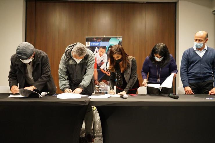 Se firma cuerdo con el magisterio colombiano para garantizar la calidad de la educación y el bienestar de los docentes
