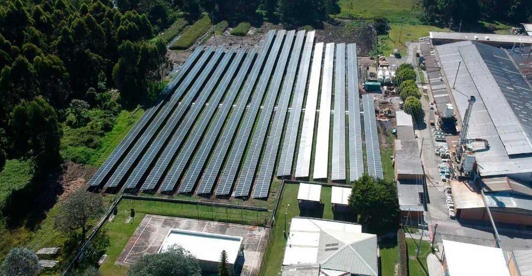 Inauguran en Antioquia primera granja solar del sector metalúrgico: Camino hacia la transición energética