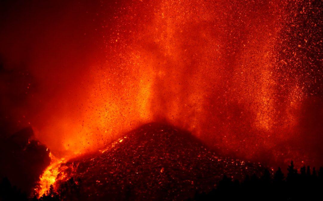 Continúa la alerta: Más de 5.000 damnificados dejó erupción del volcán de La Palma en España