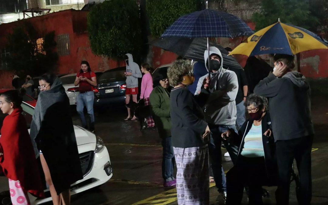Fuerte sismo de magnitud 7,1 sacudió el centro y sur de México: Autoridades reportaron un muerto